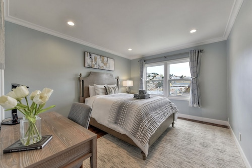 Luxe-remodeled 2BR With City View in SF