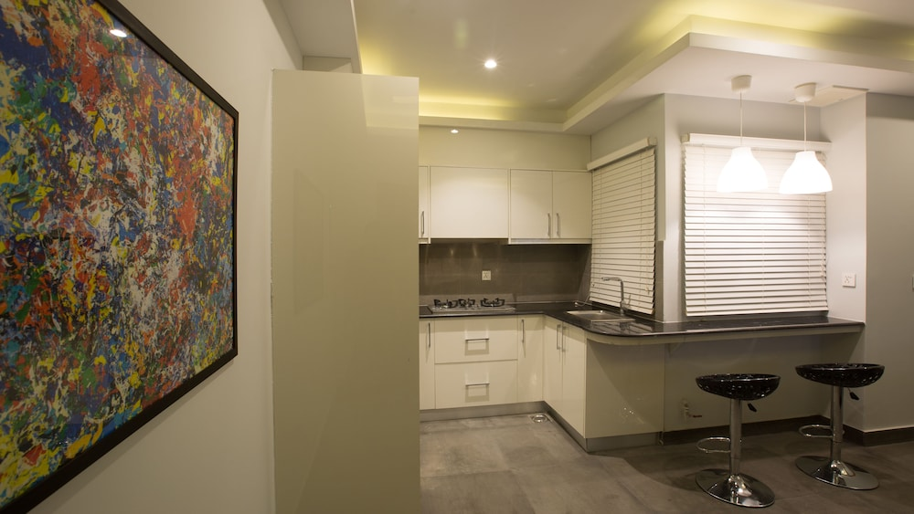 Private Kitchen, Space Luxury Rental Suites