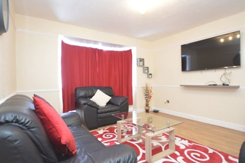 Cosy 4 Bed House Near Excel O2