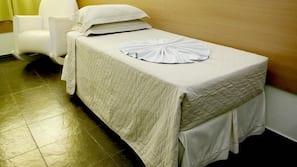 Minibar, skrivbord, gratis wi-fi och sängkläder