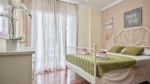 Tabla de planchar con plancha y cunas o camas infantiles gratuitas