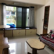 Cosy furnished bedroom in an apartment in Bandra