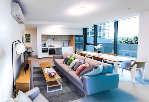 Incredible Riverside Apartment In Brisbane