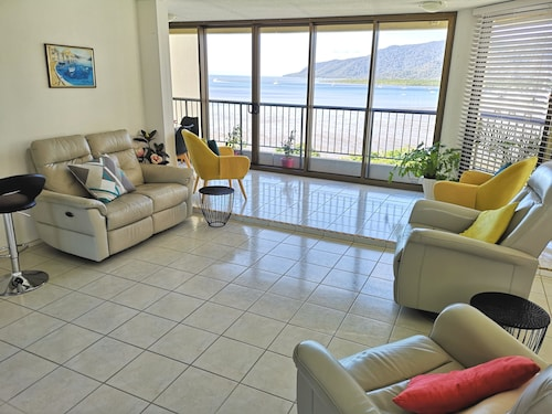 Cairns Ocean View Apartment in Aquarius