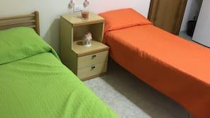 Con arredamento individuale, una scrivania