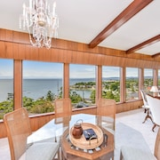 Executive 3 Bedroom With Sweeping Ocean and Mountain Views