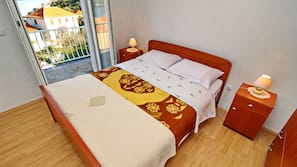 1 bedroom, iron/ironing board, cribs/infant beds, Internet