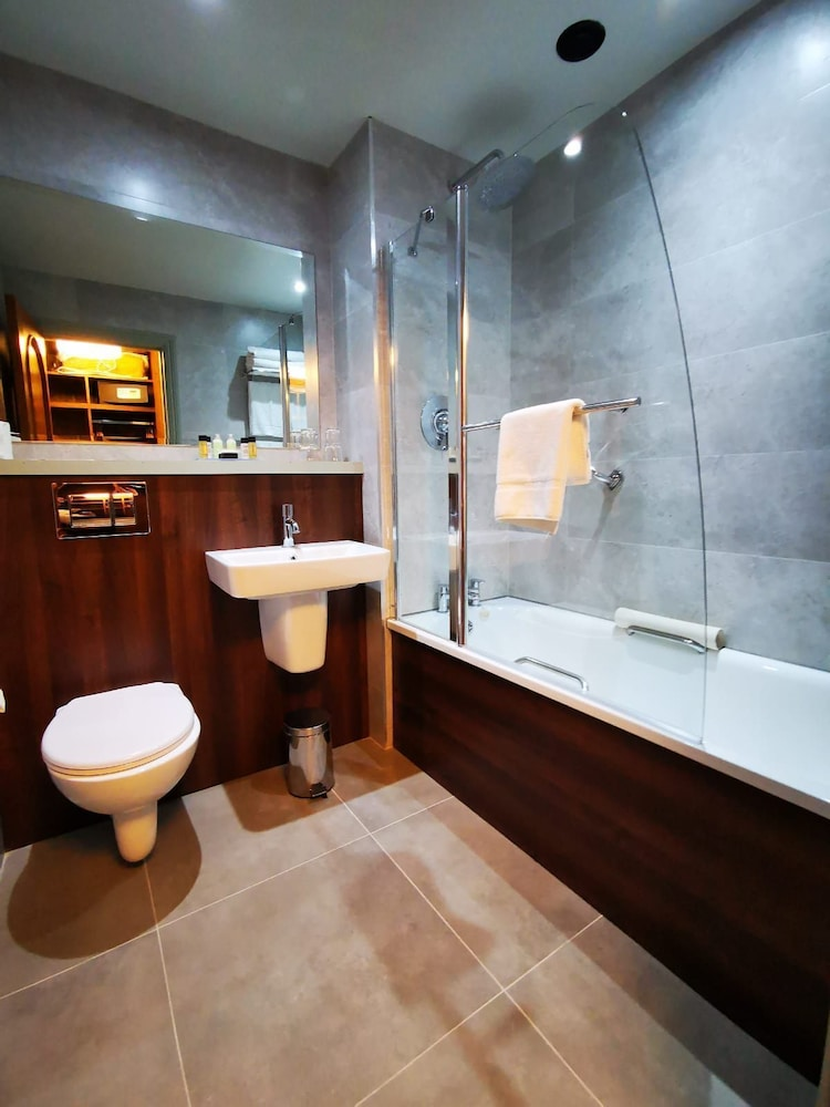 Bathroom, Bridge House Hotel - Leisure Club & Spa