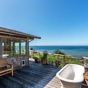 New Listing~luffenholtz Surfside Cottage-romantic, Soaking Tub, Private Deck