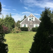 Quiet Duplex by the Beach, Short Walk to Falmouth Village, Super Fast Internet