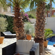 Luxury, Sunny 3 Bedroom, Private Pool, BBQ Dining Areas, Wifi, & a Stunning View