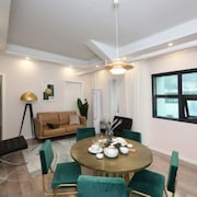 Old Beach Hongkong Style Apartment