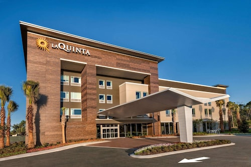 La Quinta Inn & Suites by Wyndham Orlando - IDrive Theme Parks