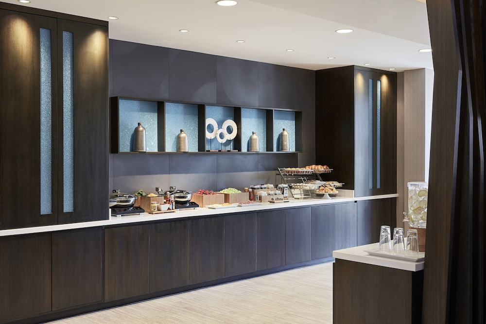 Breakfast buffet, SpringHill Suites by Marriott Fort Myers Estero