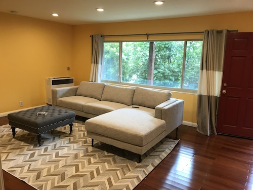 Quiet and Comfortable Guest House in El Cerrito Hills Neighborhood