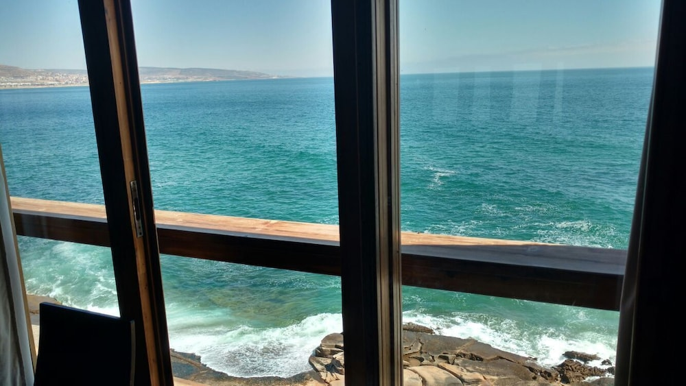 Beach, Ocean Front Haven 'dar Anarouz' at Anchor's Point, Surfers Paradise Villa