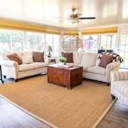 Beautiful Renovated Home Near Oceanside Beach!
