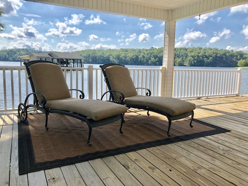 Hyco Lake Waterfront Turnkey Park Like Setting-180° Views & Sunsets Break-a-way