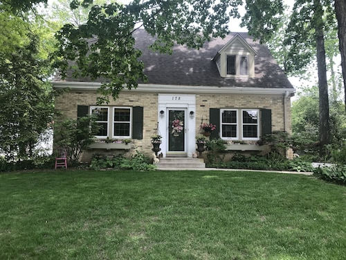 Beautiful Home in Milwaukee Suburb, Easy Access to Downtown Milwaukee