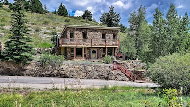 Cozy Home w/Deck & Mountain Views, Walk to Casinos