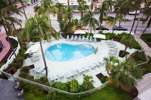 Modern Unit Right ON South Beach FOR 2! Pool, Gym!