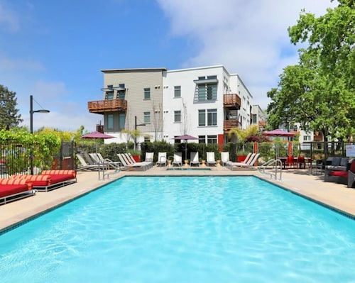 Wow! Fun For Couple or Group In Beautiful Wine Country-the Heart Of Santa Rosa!