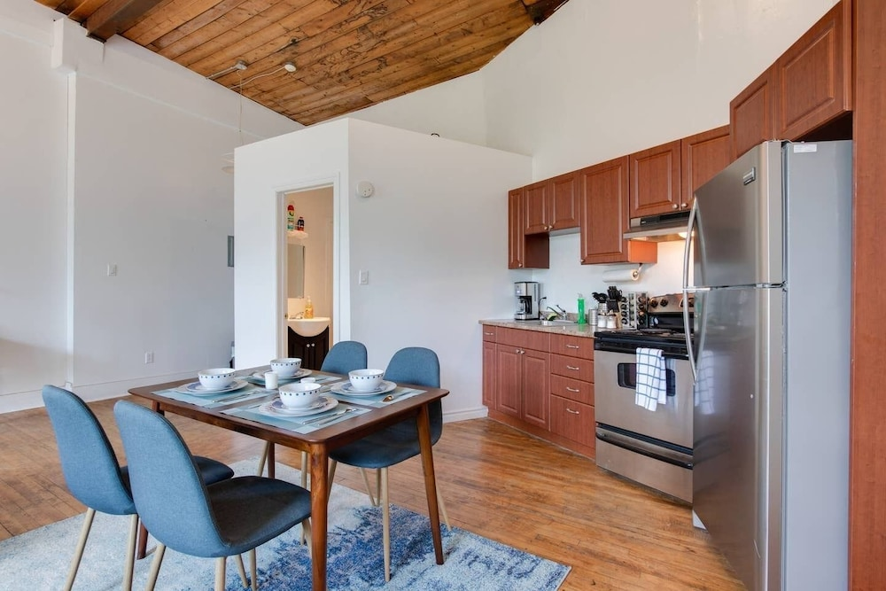 Private Kitchen, OLD Montreal Loft: Near IT ALL