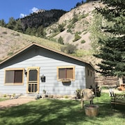 Centrally Located in Town 3/bed 2/bath Cabin
