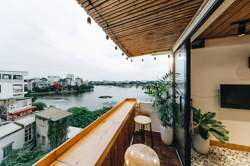 The Autumn Homestay-lake View Room, With Balcony, Next to the West Lake