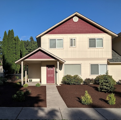 Cozy Townhouse 6 Blocks From Downtown Sandpoint. Quiet, Friendly Neighborhood