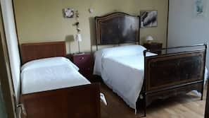 4 bedrooms, iron/ironing board, Internet, linens