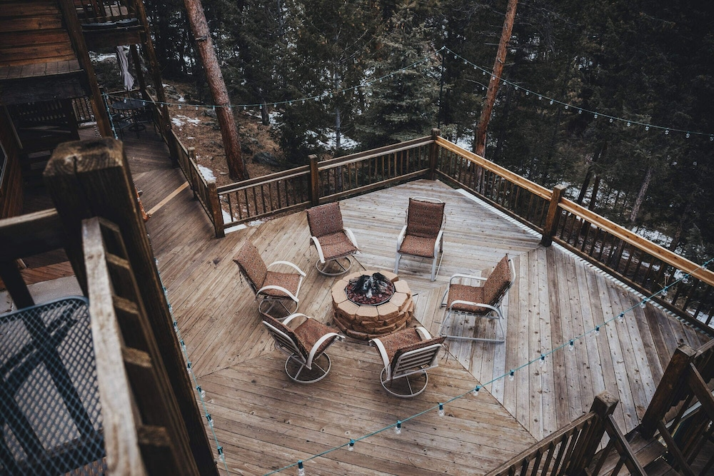 Sundeck, Juniper Mountain House