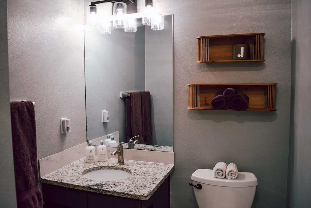 Bathroom, Juniper Mountain House