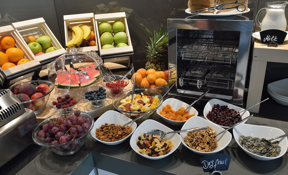 Breakfast buffet, Aparthotel Flora
