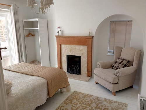 Comfortable ROOMS in Guildford Surrey