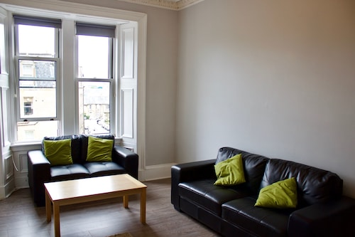 Central 2 Bedroom Flat in Leafy Marchmont