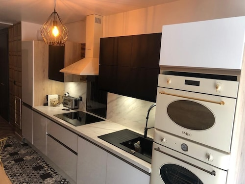 Pied a Terre Paris Centre Brand new Walking Distance to Restaurant Transport
