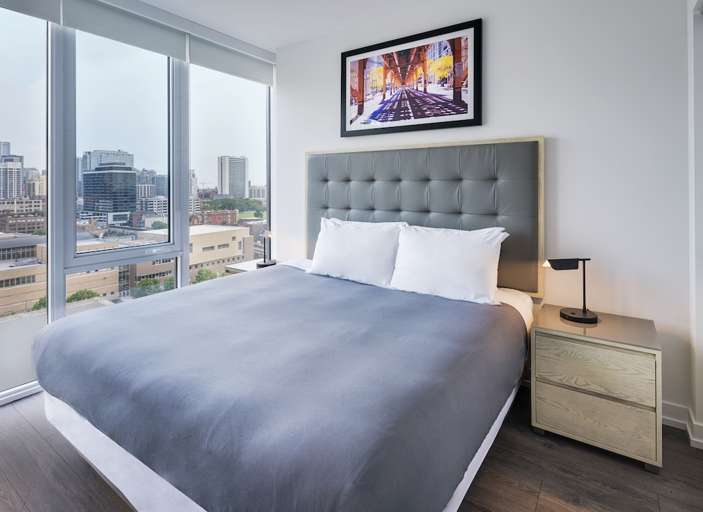 Room, LEVEL Chicago – Old Town