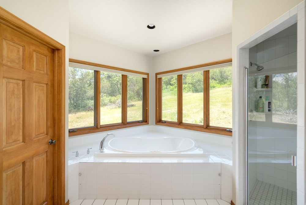 Bathroom, Views Location Privacy - all in one