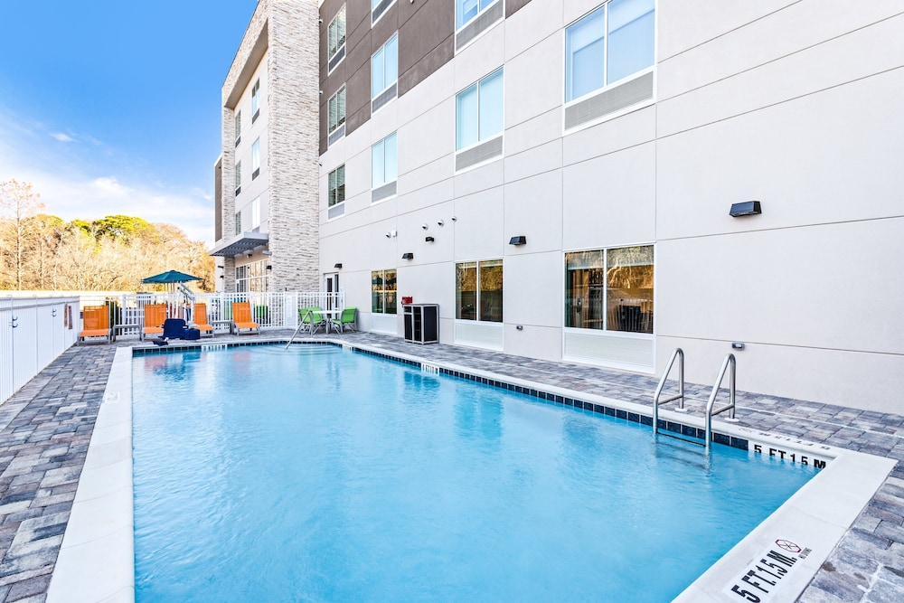 Outdoor Pool, Holiday Inn Express & Suites Niceville - Eglin Area