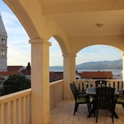 Apartment in Supetar With Seaview, Terrace, Air Condition, Wifi