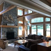 4 Season Resort. Pet Friendly. Stratton Full Condo. 3000 sq. Ski on- ski off