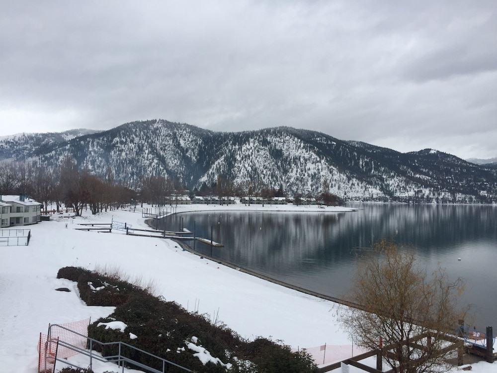 Snow and Ski Sports, Lake Front Timeshare on Wapato Point