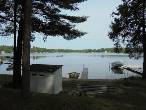 Beautiful all new Cottage on all Sports Pretty Lake in Mecosta Michigan