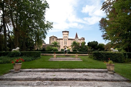 Magnificient Renaissance Style Castle In A 160 Hectare Property