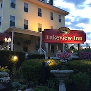 1 Room in a 16-room Naples, ME B&B - Steps to Long Lake & Minutes to Sebago La