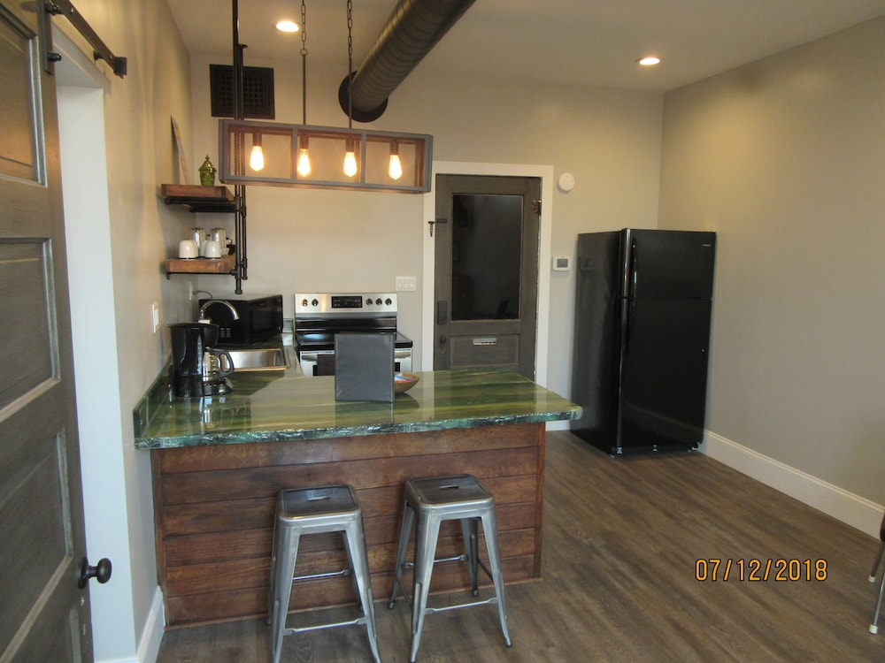 Private Kitchen, Great Location in the Historic Downtown of Metropolis, Home of Superman