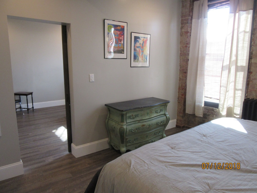 Room, Great Location in the Historic Downtown of Metropolis, Home of Superman