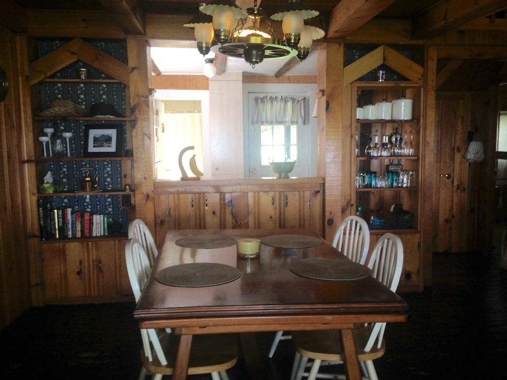 Private Kitchen, Cozy Cabin With Panoramic Lake Views, Quiet Area, Perfect For Family Get Aways!