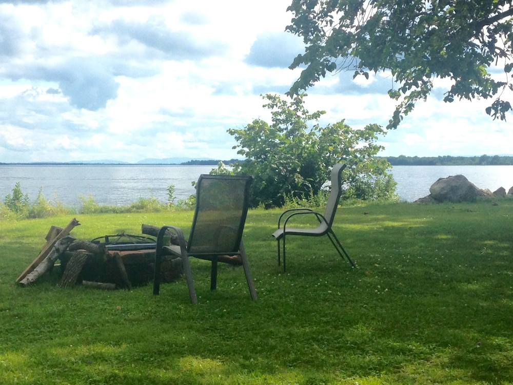Property Grounds, Cozy Cabin With Panoramic Lake Views, Quiet Area, Perfect For Family Get Aways!